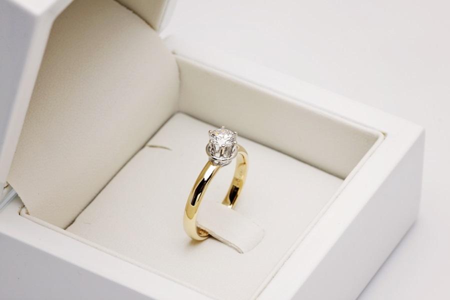 Ekskluzywny Pierścionek Zaręczynowy Złoty